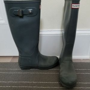 Hunter rain boots gray